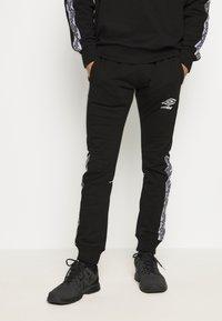Umbro - TAPED JOGGER - Pantaloni sportivi - black - 0
