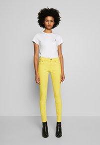 Polo Ralph Lauren - ROSELAKE - Skinny džíny - yellow - 1