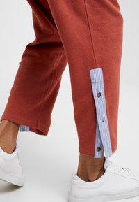 Vivienne Westwood - TRACKSUIT PANT - Pantaloni sportivi - brick - 5