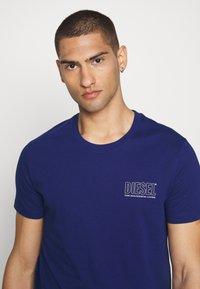 Diesel - JAKE - Print T-shirt - blue - 3