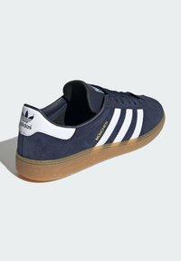 adidas Originals - MUNCHEN - Trainers - blue - 2