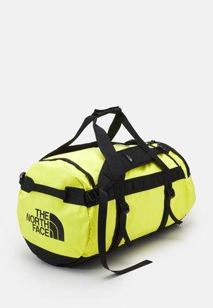 BASE CAMP DUFFEL M UNISEX - Sportväska - light yellow