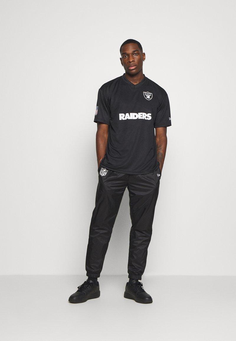 New Era - NFL OAKLAND RAIDERS WORDMARK - Klubové oblečení - black