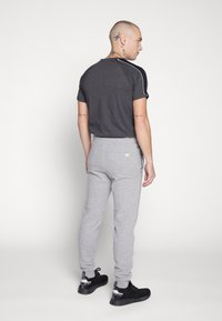 Jack & Jones - JJIGORDON  - Träningsbyxor - light grey melange - 2