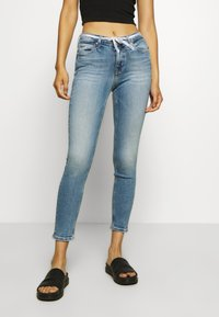 Calvin Klein Jeans - MID RISE SKINNY ANKLE - Jeans Skinny Fit - light blue - 0