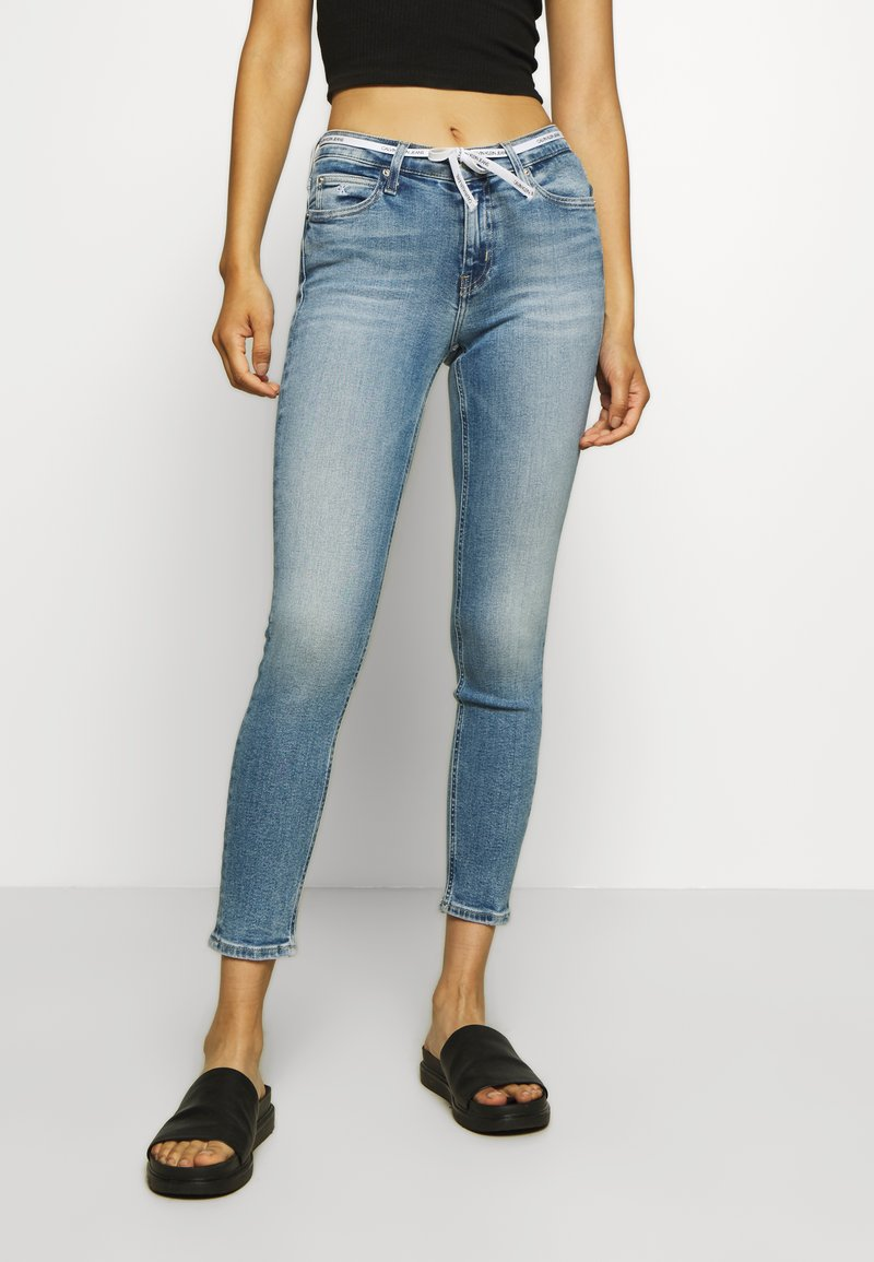 Calvin Klein Jeans - MID RISE SKINNY ANKLE - Jeans Skinny Fit - light blue
