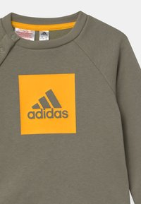 adidas Performance - LOGO SET UNISEX - Trainingsanzug - green/gold - 3