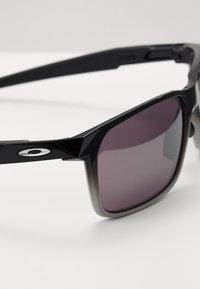 Oakley - PORTAL UNISEX - Sonnenbrille - dark ink fade - 2