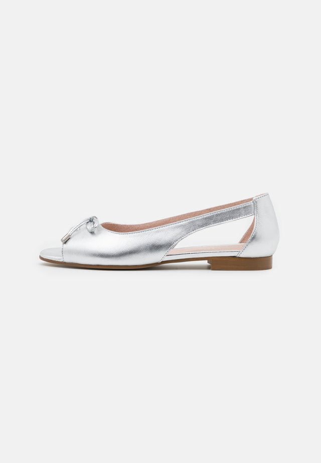 LEATHER - Peeptoe ballerina's - silver