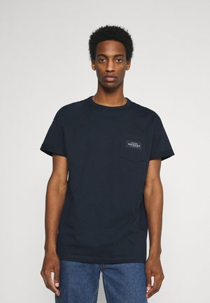 BOXY WITH POCKET AND LABEL - Print T-shirt - sky captain blue