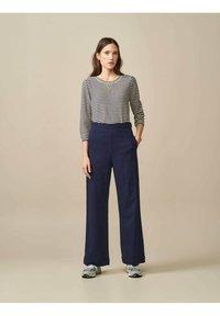 Bellerose - GOPS - Sweatshirt - ecru blau gestreift - 1