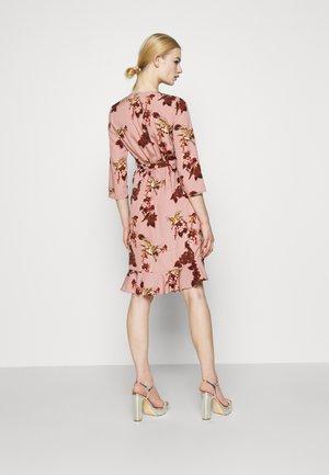VMHENNA WRAP DRESS - Vestido informal - woodrose