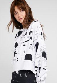 Nike Sportswear - CREW AIR - Sweatshirt - white - 4