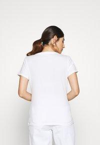 GAP Petite - TEE - T-shirt z nadrukiem - white - 2