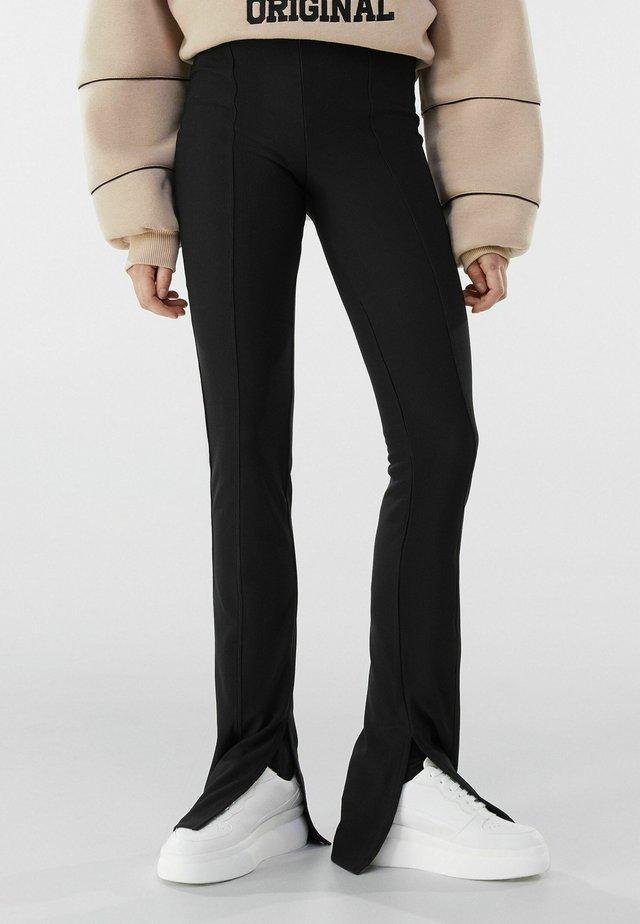 MIT PATENTBÜNDCHEN  - Pantalon classique - black