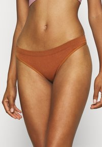 Out From Under for Urban Outfitters - MARKIE THONG 3 PACK - Thong - white/rose/caramel - 3