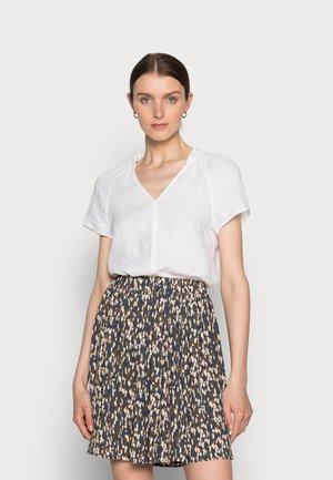 BLOUSE V-NECK SHORT SLEEVED  - T-shirt basic - white