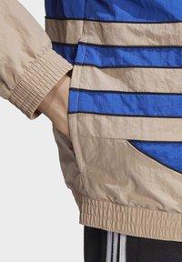 adidas Originals - BIG TREFOIL WOVEN TRACK TOP - Veste de survêtement - white - 6