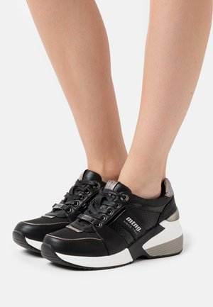 AMBY - Sneakers - black