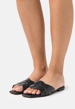 LEXI  - Pantolette flach - black