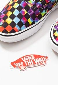 Vans - COMFYCUSH ERA - Skate shoes - black - 5