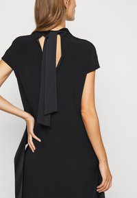 Victoria Victoria Beckham - DIAMOND DRAPE DRESS - Koktejlové šaty/ šaty na párty - black - 5