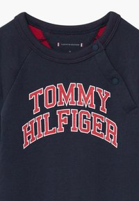 Tommy Hilfiger - BABY COVERALL - Mono - blue - 3
