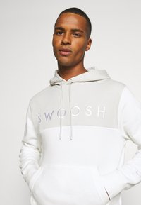 Nike Sportswear - HOODIE - Jersey con capucha - light bone/sail - 4