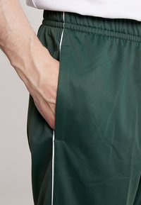Nike Sportswear - SUIT BASIC - Tepláková souprava - galactic jade/white - 8