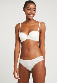 Calvin Klein Underwear - FLIRTY - Braguitas - ivory - 1