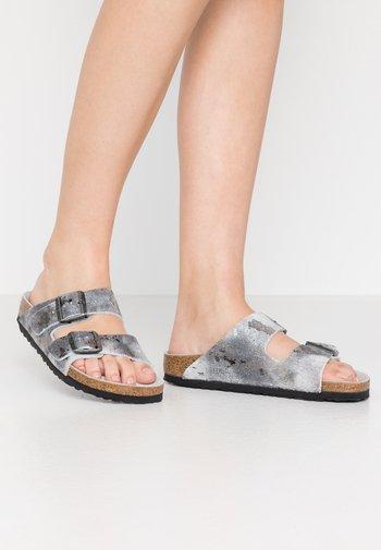 ARIZONA - Slippers - vintage metallic gray silver