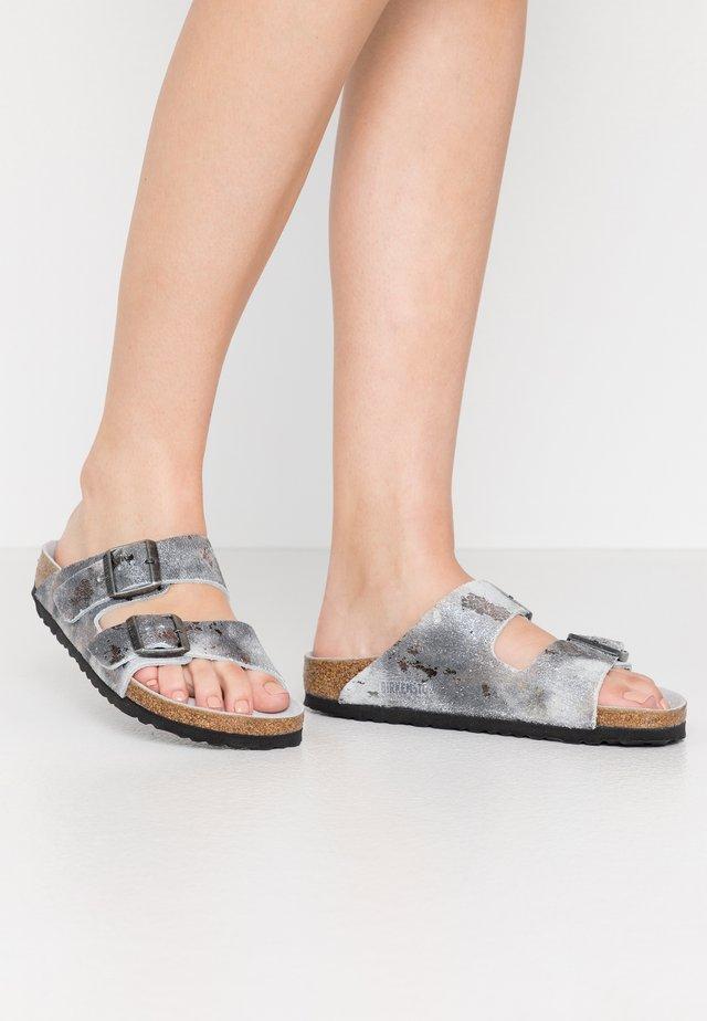 ARIZONA - Pantofole - vintage metallic gray silver