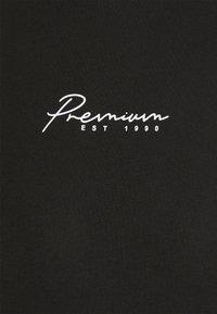 Jack & Jones PREMIUM - JPRBLASTAR TEE CREW NECK - T-shirt z nadrukiem - black - 2