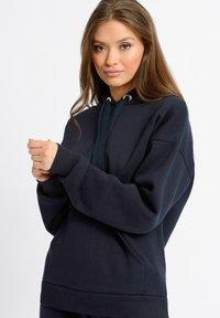 Chelsea Peers - Pyjama top - navy - 2