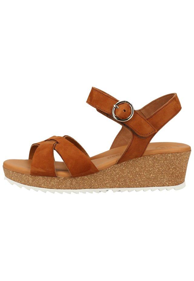 PAUL GREEN SANDALEN - Wedge sandals - cognac 26