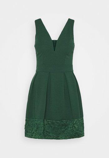 NADIA VPLUNGE NECK SKATER DRESS - Koktejlové šaty/ šaty na párty - forest green