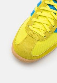 adidas Originals - SL 72 UNISEX - Sneakers - acid yellow/bright blue - 5