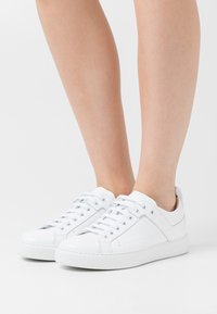 HUGO - MAYFAIR - Sneakers laag - white - 0
