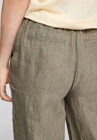 s.Oliver - Trousers - summer khaki melange - 5