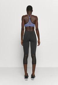 Everlast - WOMEN JASPE - 3/4 sportovní kalhoty - black - 2