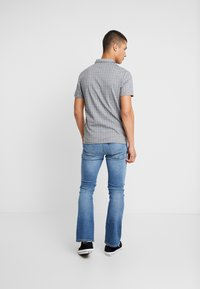 Lee - TRENTON - Bootcut jeans - blue denim - 2