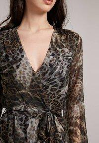 Guess - Maxi dress - mehrfarbig braun - 2