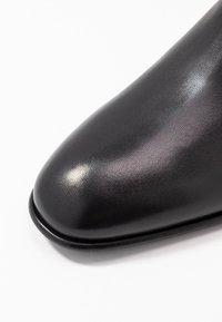 Filippa K - FALLON LOW CHELSEA BOOT - Stivaletti - black - 2