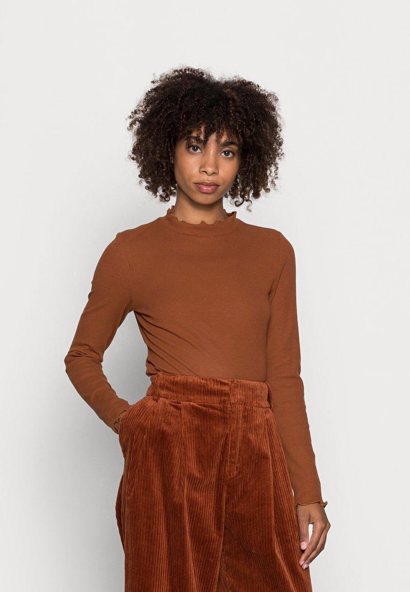 TOM TAILOR DENIM - COSY TEE - Long sleeved top - amber brown