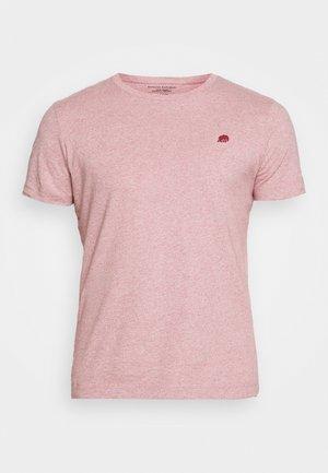 LOGO SOFTWASH TEE - T-shirt print - raspberry heather