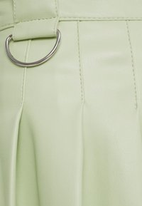 Bershka - MIT KELLERFALTEN - Pleated skirt - green - 5