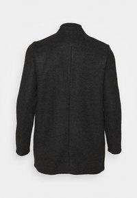 Vero Moda Curve - VMBRUSHEDKATRINE JACKET - Halflange jas - dark grey melange - 6
