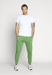 Nike Sportswear - CLUB - Tracksuit bottoms - treeline - 1