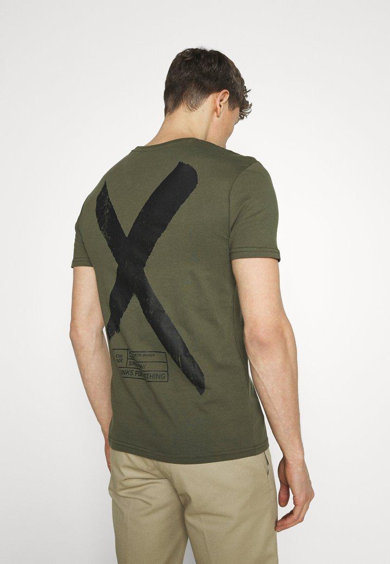 Pier One - T-shirt con stampa - khaki
