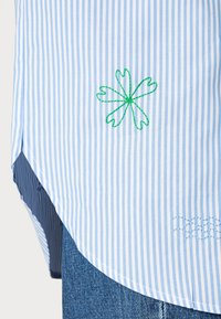 Résumé - GREY SHIRT - Button-down blouse - sky - 4